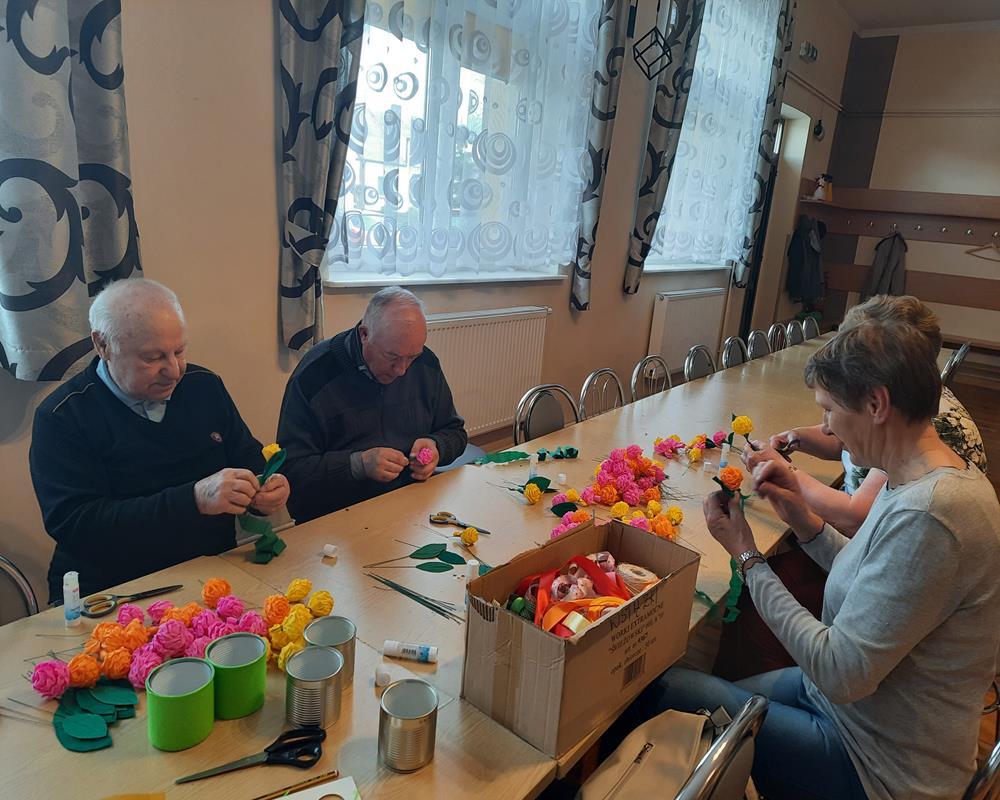 Ilustracja do informacji: Wiosenne flower boxy w Złotowie