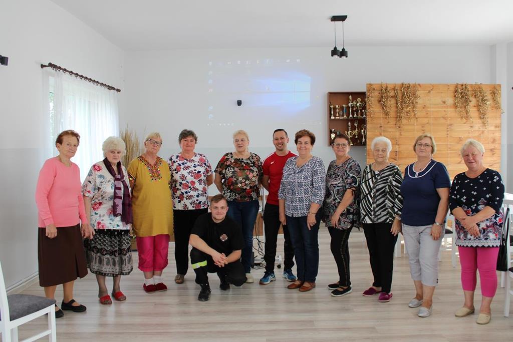 Ilustracja do informacji: Pierwsza pomoc w Klubie Senior + w Mortęgach